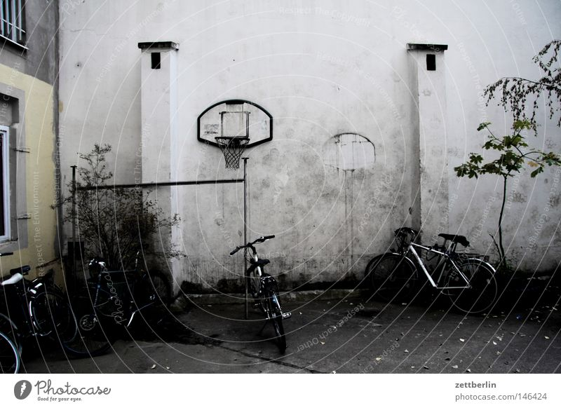 Joy House (Residential Structure) Playing Berlin Bicycle Joie de vivre (Vitality) Wheel Boredom Parking Tire Backyard Parking lot Laws and Regulations Courtyard Basketball Tenant