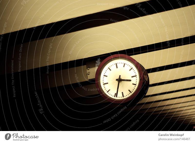 Red Yellow Wait Clock Trashy Train station Blanket Joist Clock hand