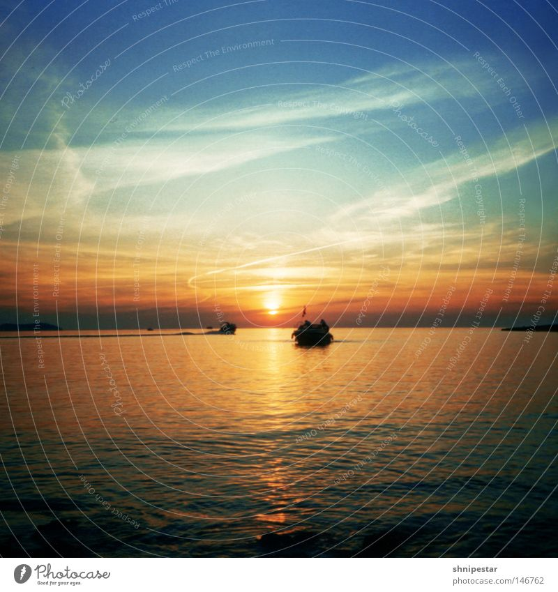 Water Sun Ocean Beach Vacation & Travel Relaxation Sunset Stone Warmth Watercraft Feasts & Celebrations Romance Travel photography Physics Club Middle