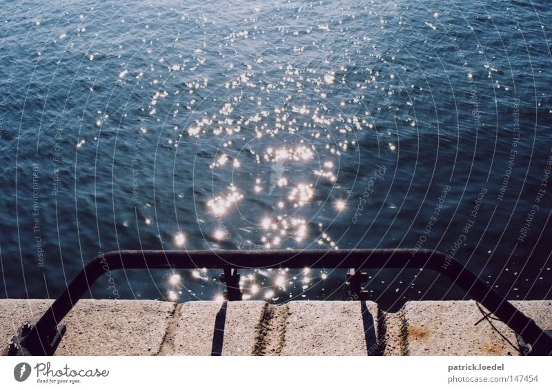 [HH08.3] Harbour glitter Light Port of Hamburg Sun Sunbeam Visual spectacle Star (Symbol) Flow Enchanting Dark Jetty Corner Joy Playing Water Glittering Elbe