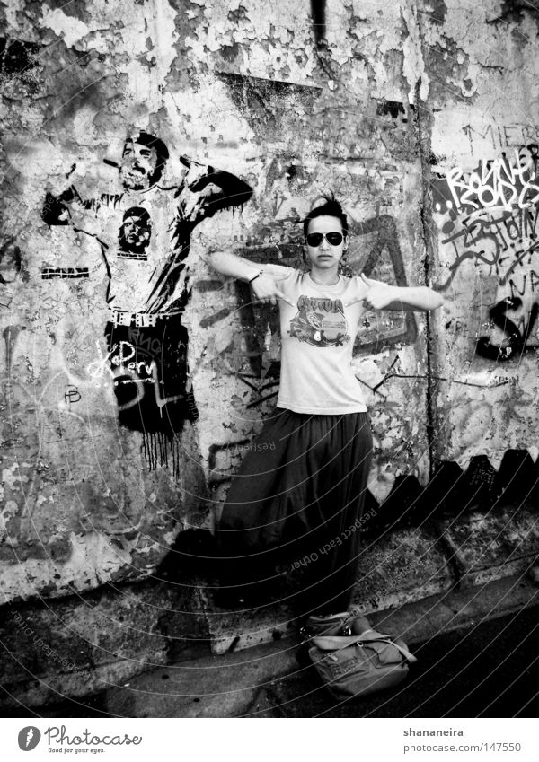 el ché Art Town Street Graffiti Society Berlin Cuba Street art Mural painting Eastside Gallery che guevara bank Black & white photo