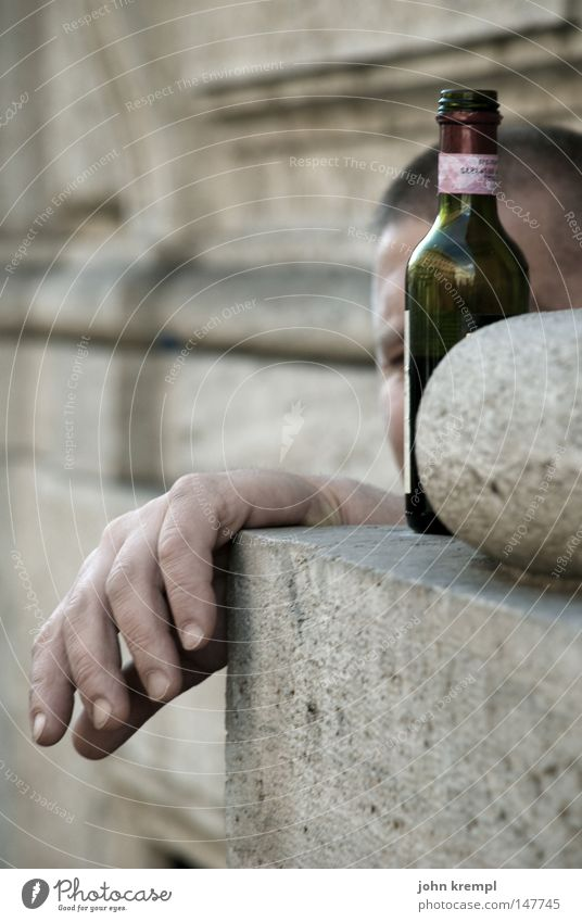 Man Hand Street Beverage Relaxation Dirty Poverty Drinking Alcohol-fueled Alcoholic drinks Boredom Hang Tramp Lean Untidy Bland