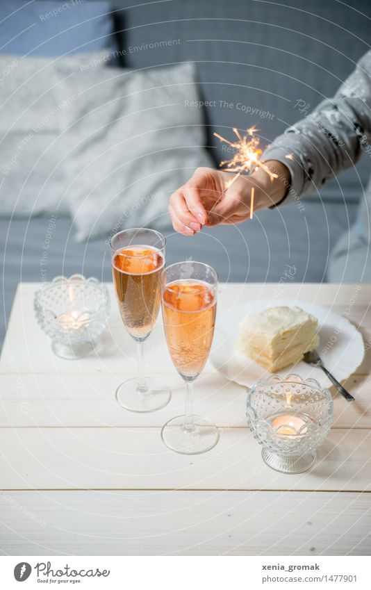 Sparkling wine and sparklers Cake Dessert Candy Nutrition Banquet Beverage Cold drink Alcoholic drinks Prosecco Champagne Plate Champagne glass Fork Lifestyle