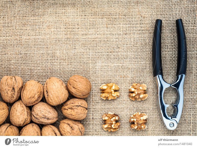 Walnuts Nutcrackers Food Fruit Eating Organic produce Vegetarian diet Diet Vegan diet Bowl Healthy Healthy Eating Flat (apartment) Table Kitchen