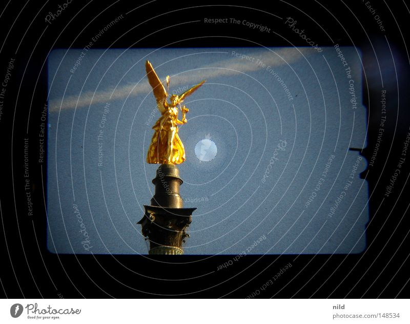 Sky Gold Angel Statue Monument Bavaria Landmark Column Symmetry Digital photography Viewfinder Sky blue Vapor trail Isar