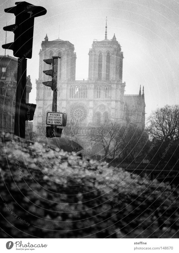 hail Notre Dame Paris France Traffic light Storm Rain Moody Black White Threat Apocalyptic sentiment Apocalypse Landmark Monument House of worship Hail Sadness
