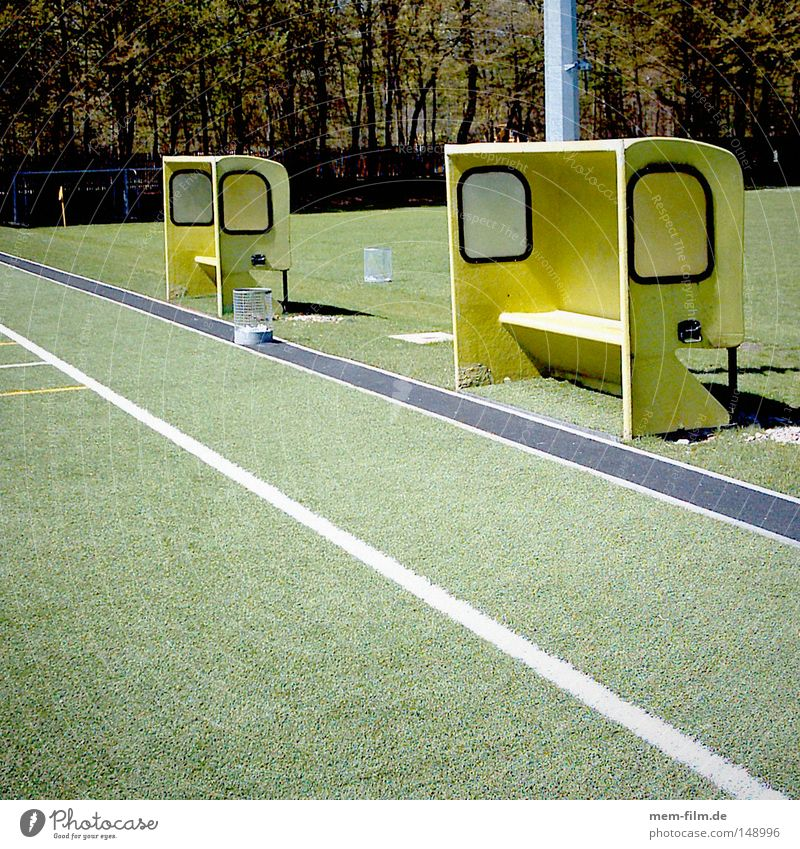 trainer's bench Soccer Football pitch Coach Practice Yellow Playing field Red card Yellow card Sideline Teamwork Motive Ball Sports able to work in a team