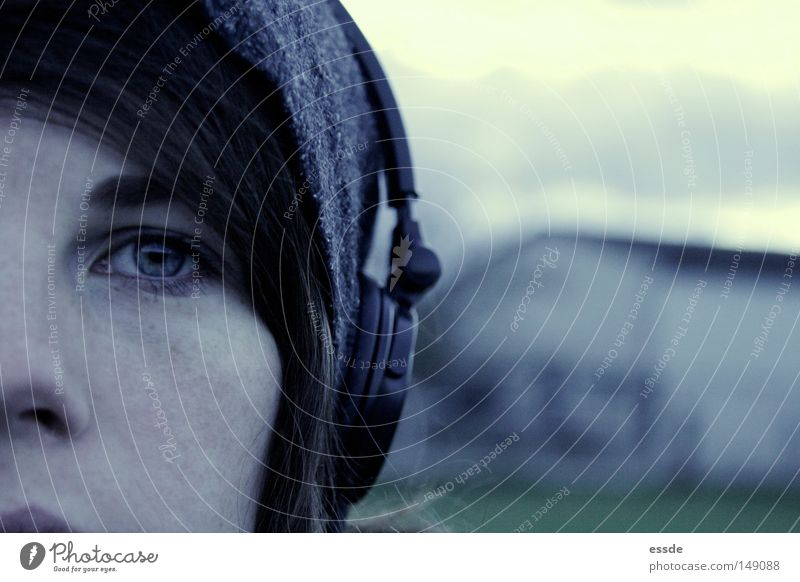 cold thing Colour photo Exterior shot Copy Space right Twilight Deep depth of field Looking into the camera Calm Winter Music Face Eyes Cap Observe Think