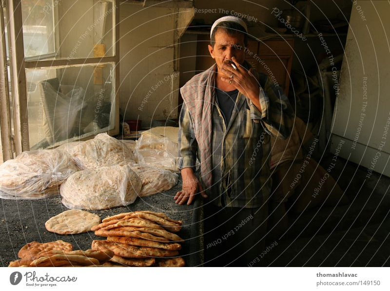 Bakery in Damascus Man Craftsperson Gastronomy Asia Near and Middle East Bread Cigarette Baked goods Syria Tasty Nutrition Smoky Oriental Food