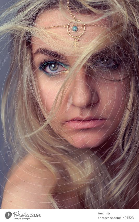 female face with blond hair, headdress and light eyes Human being Feminine Young woman Youth (Young adults) Woman Adults Hair and hairstyles Face 1