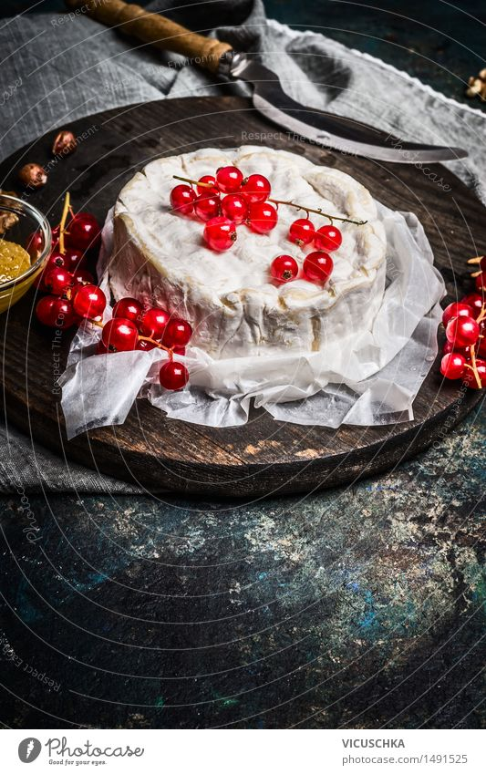 Camembert Cheese Plate with Red Currants Berries Food Dessert Nutrition Breakfast Lunch Buffet Brunch Knives Lifestyle Kitchen Restaurant Design Style camembert