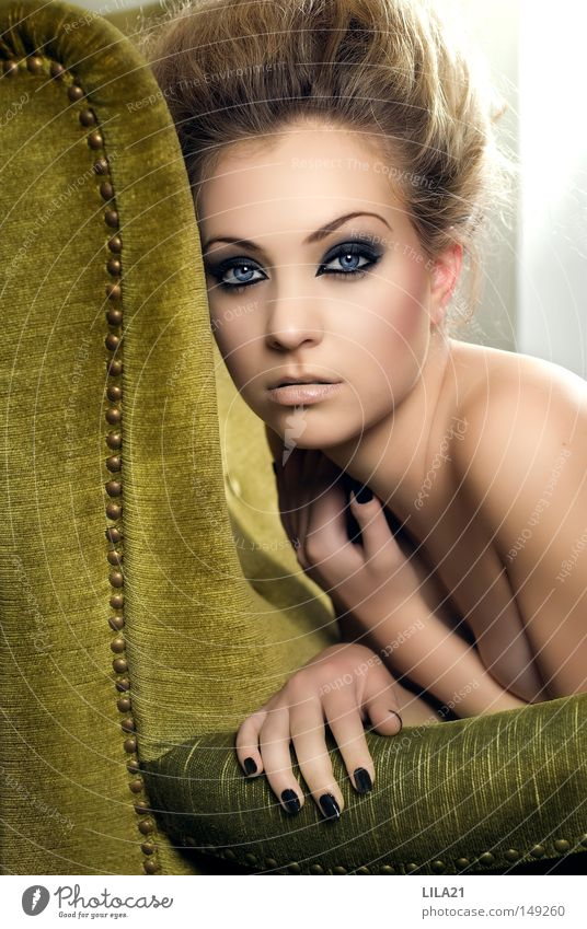 Siblee Green Armchair Pastel tone Hair and hairstyles Hairdresser Barber shop Make-up Eyes Blue Facial expression Eroticism Sex appeal Black Nail Hand Naked