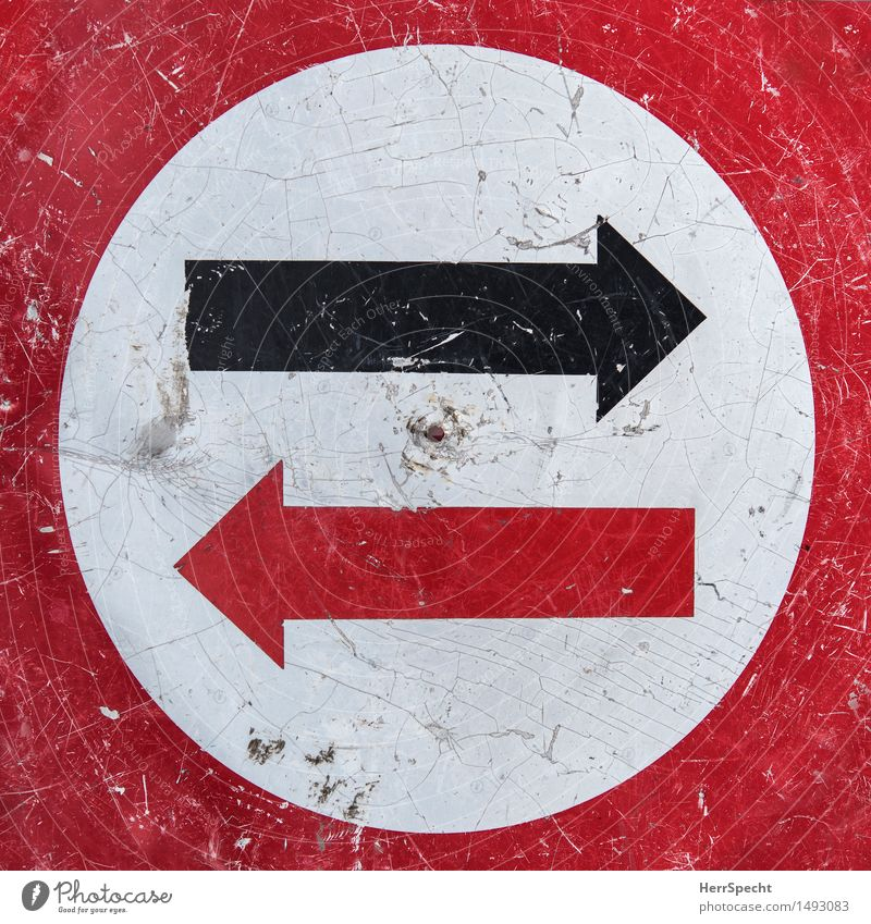 red or black Transport Road traffic Metal Road sign Arrow Old Round Red Black White Oncoming traffic Crack & Rip & Tear Scratched Second-hand Trend-setting Dye