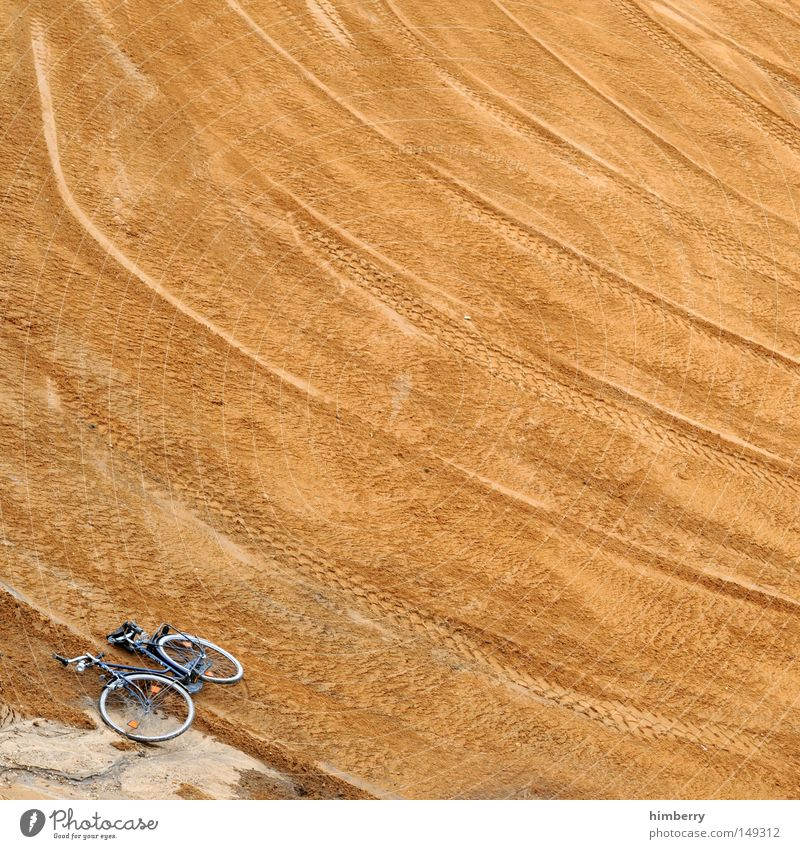 Tour de France Bicycle Racecourse Sand Cycle race Scrap metal Leisure and hobbies Playing Sporting event Competition Racing sports Construction site rally