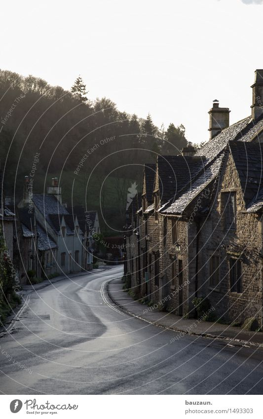 Sky Vacation & Travel Beautiful Tree House (Residential Structure) Window Street Wall (building) Architecture Lanes & trails Building Wall (barrier) Stone
