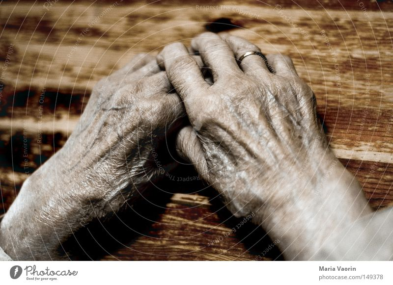 Stories of life (3) Hand Old Woman Fingers Thumb Skin Senior citizen Wrinkles Life line Break Rest Fatigue Time Emotions Warmth Safety (feeling of) Vulnerable