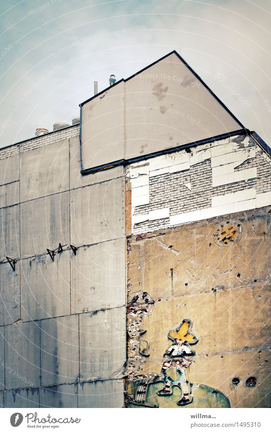City Old Sun House (Residential Structure) Wall (building) Transience Broken Decline Advertising GDR Leipzig Redevelop Gardener Gable Sombrero Mexicans