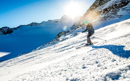 skilady Sports Winter sports Skiing Skis Free skiing Ski run Feminine 1 Human being Environment Nature Landscape Sky Cloudless sky Sun Solar eclipse Sunlight