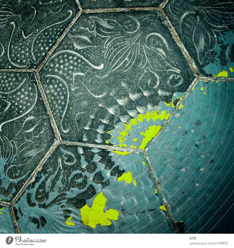 Green Colour Pattern Street Sand Art Going Floor covering Tile Painting and drawing (object) Traffic infrastructure Patch Seam Snail Drawing Mediterranean