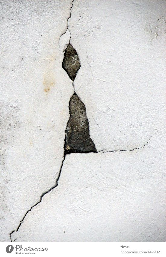 Colour Wall (building) Stone Wall (barrier) Legs Art Going Image Painting and drawing (object) Plaster Crack & Rip & Tear Figure Flake off March Mortar