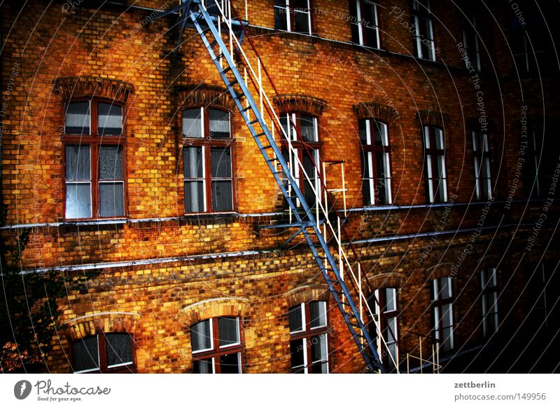 City House (Residential Structure) Berlin Window Building Facade Construction site Living or residing Brick Ladder Go up Tenant Town house (City: Block of flats) Descent Landlord Fire ladder