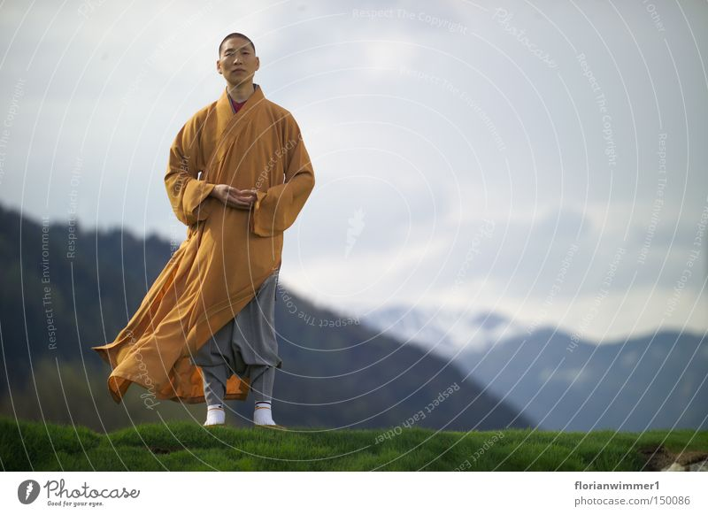 Shaolin monk in the wind - the face Chinese martial art Religion and faith Monk Meditation Wind Mountain Austria Vantage point Nature Peace