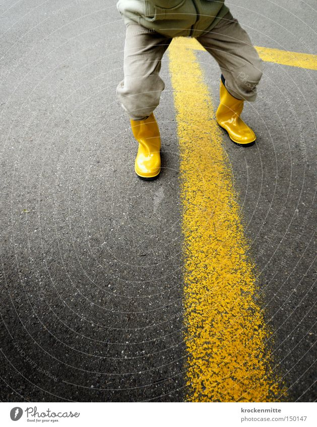 Game without borders Yellow Line Stripe Asphalt Boots Pants Parking lot Border Footwear Gray Kindergarten teacher Rubber boots Infancy Traffic infrastructure