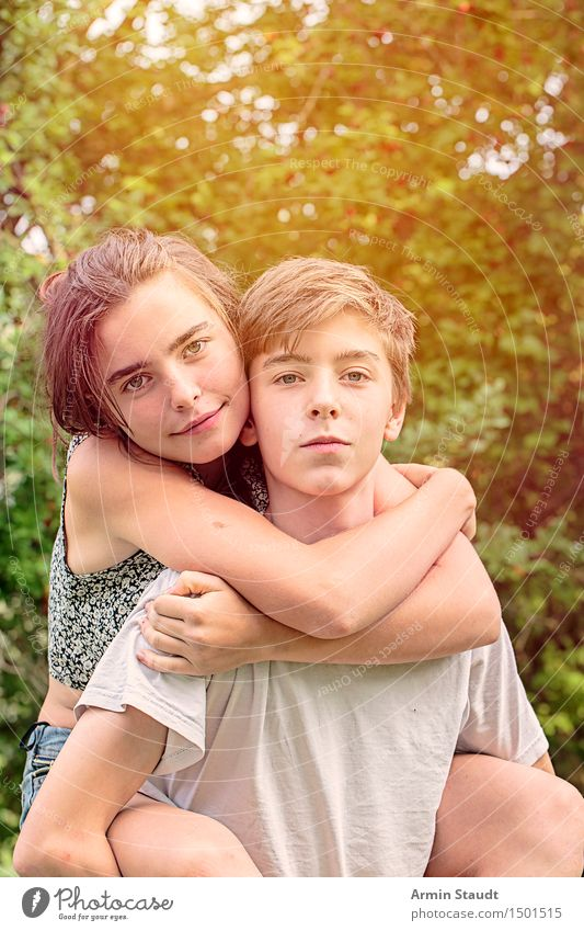 piggyback ride Lifestyle Joy Happy Harmonious Well-being Contentment Leisure and hobbies Playing Vacation & Travel Masculine Feminine Young woman
