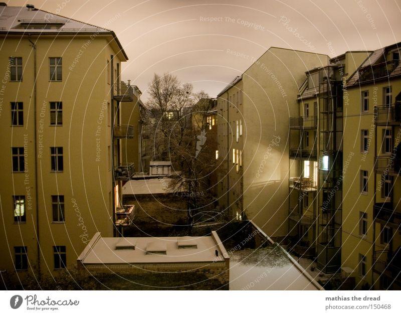 INNENhofARCHITEKTUR at NIGHT with SCHNEE House (Residential Structure) Courtyard Town Sky Twilight Rain Light Illuminate Awareness Balcony Shadow Dark Night