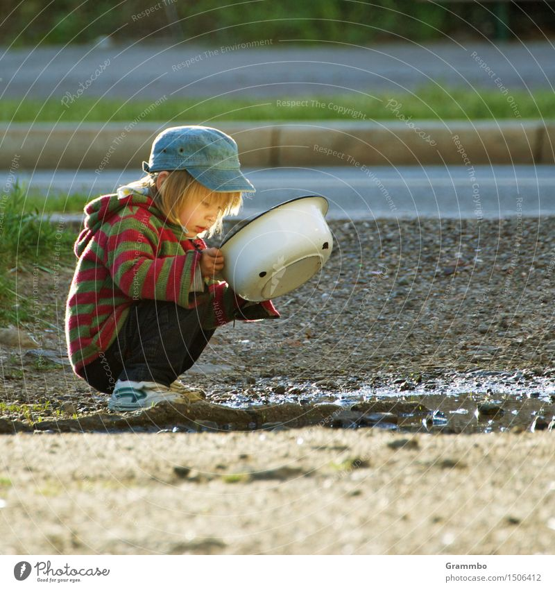 I see something ... Masculine Child Boy (child) 1 Human being Earth Water Summer Crouch Colour photo Exterior shot Copy Space right Day Portrait photograph