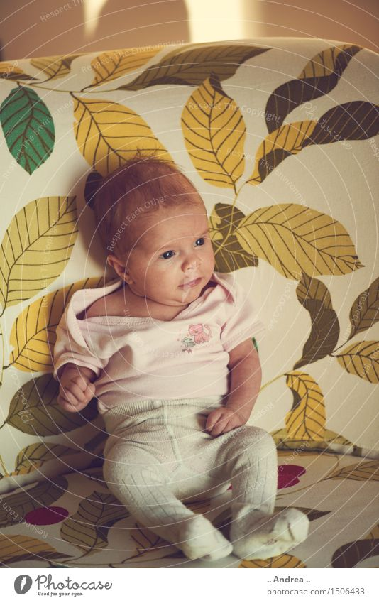 Baby Dream Human being Feminine Child Toddler Brothers and sisters Sister Body 1 0 - 12 months Sit Yellow Green Contentment Spring fever Serene Calm Longing
