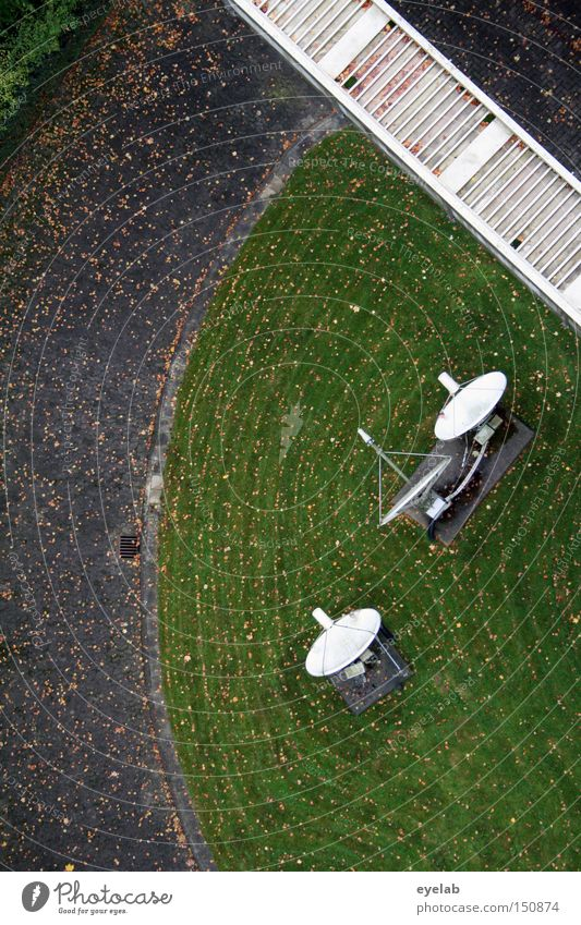 free fall Lanes & trails Street Radar station Bowl Park Garden Antenna Bird's-eye view Transmit Frequency Communicate Electrical equipment Technology Lawn