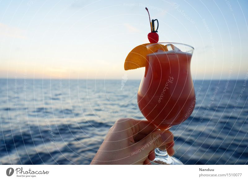 Vacation & Travel Hand Relaxation Fruit Leisure and hobbies Glass Beverage Drinking Well-being Alcoholic drinks Sense of taste Cocktail Closing time Cold drink