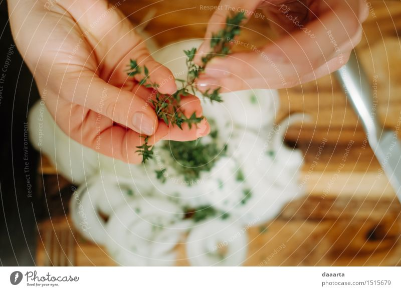 Thyme on les onions Hand Joy Life Style Lifestyle Feasts & Celebrations Food Moody Wild Leisure and hobbies Elegant Happiness Table Cute Friendliness