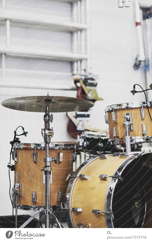 rehearsal room Leisure and hobbies Room Entertainment Music Culture Youth culture Subculture Event Shows Listen to music Concert Stage Band Drum set Break