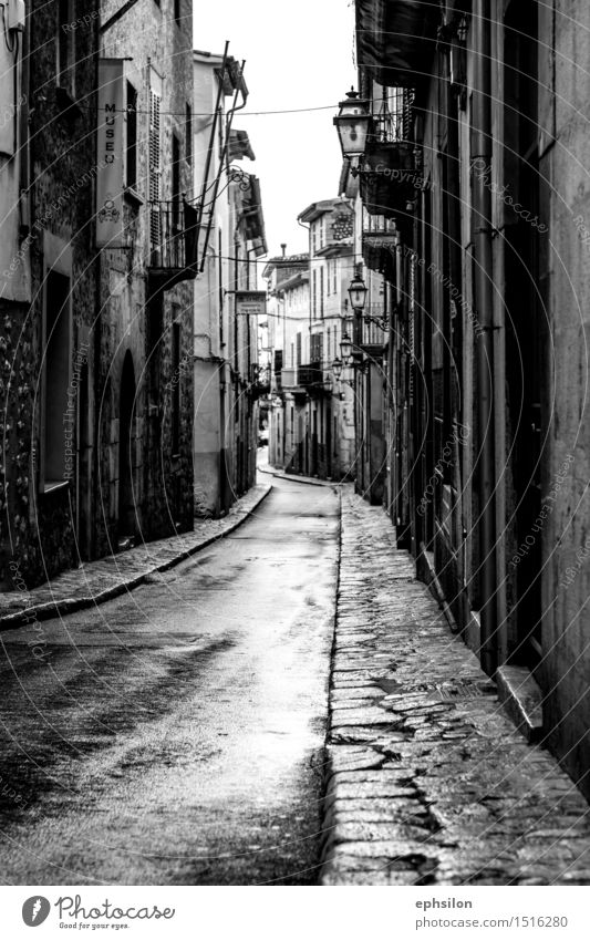 street Village Small Town Downtown Old town House (Residential Structure) Detached house Manmade structures Building Architecture Esthetic Black White Majorca