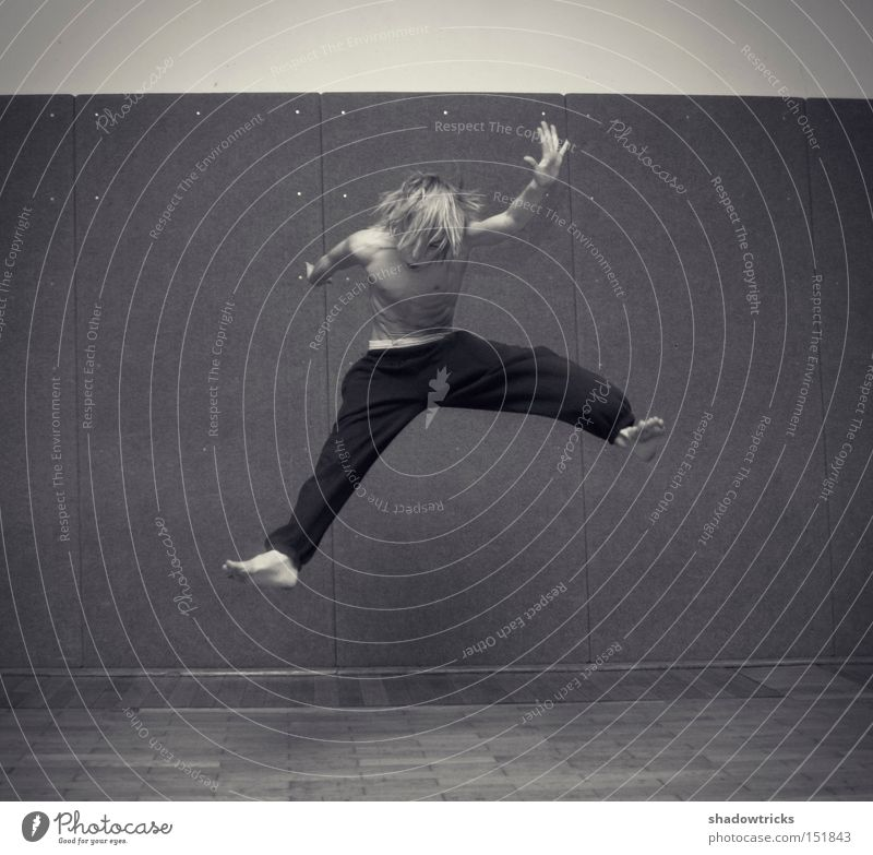 Youth (Young adults) Jump Power Energy industry Force Action Dynamics Martial arts Hop Capoeira