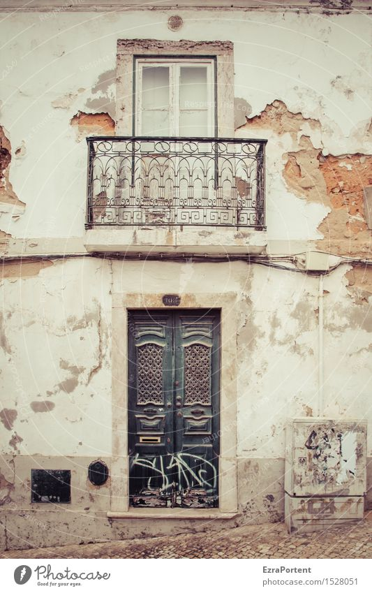 Viver e ser tolerante Town Old town House (Residential Structure) Manmade structures Building Architecture Wall (barrier) Wall (building) Facade Balcony Window