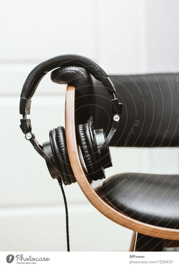 Relaxation Dream Music Technology Cable Chair Concentrate Headphones Radio (broadcasting) Leather Sound Experience Entertainment electronics Headset