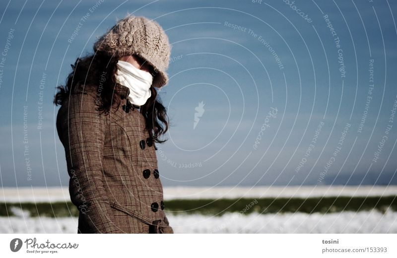 icily Winter Snow Human being Woman Adults Sky Horizon Coat Scarf Cap Cold Fear Mysterious Anonymous Packaged Wrap up warm Masked Hide Unidentified Curl