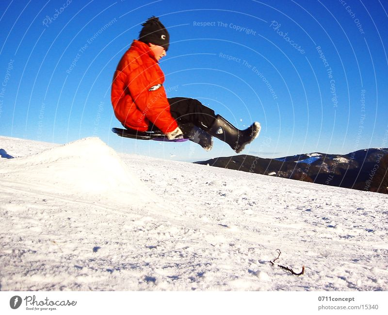 Sky Red Winter Snow Jump Air Speed Hill Departure Snowscape Blue sky Sleigh Bobsleigh Lack of inhibition Extreme sports Sledding