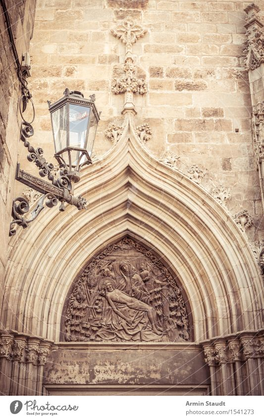 gate Sculpture Architecture Relief Downtown Old town Church Dome Palace Wall (barrier) Wall (building) Door Tourist Attraction Vacation & Travel