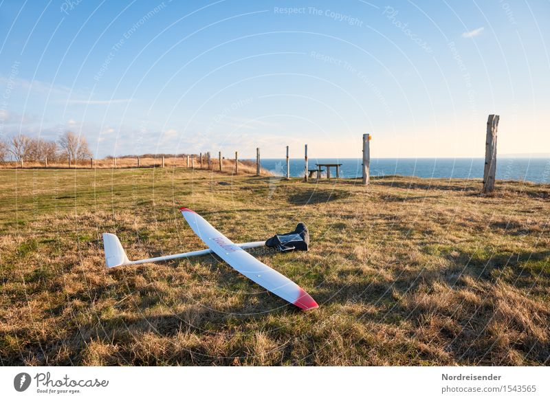 model flight Leisure and hobbies Model-making Sports Technology High-tech Air Water Cloudless sky Spring Beautiful weather Grass Meadow Baltic Sea Ocean