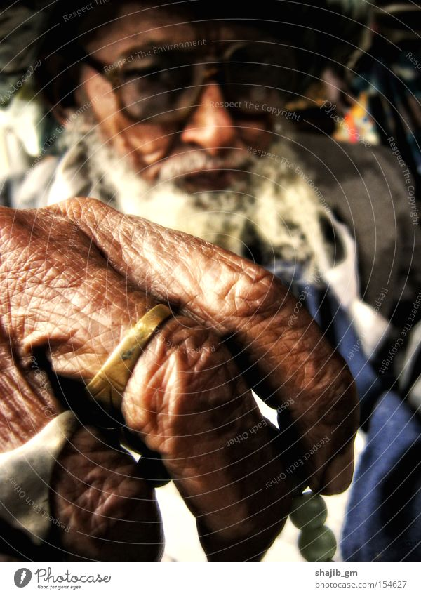 Counting Life Old Wrinkle Ring Wait Man Facial hair Hand Eyeglasses Concentrate Macro (Extreme close-up) Beard