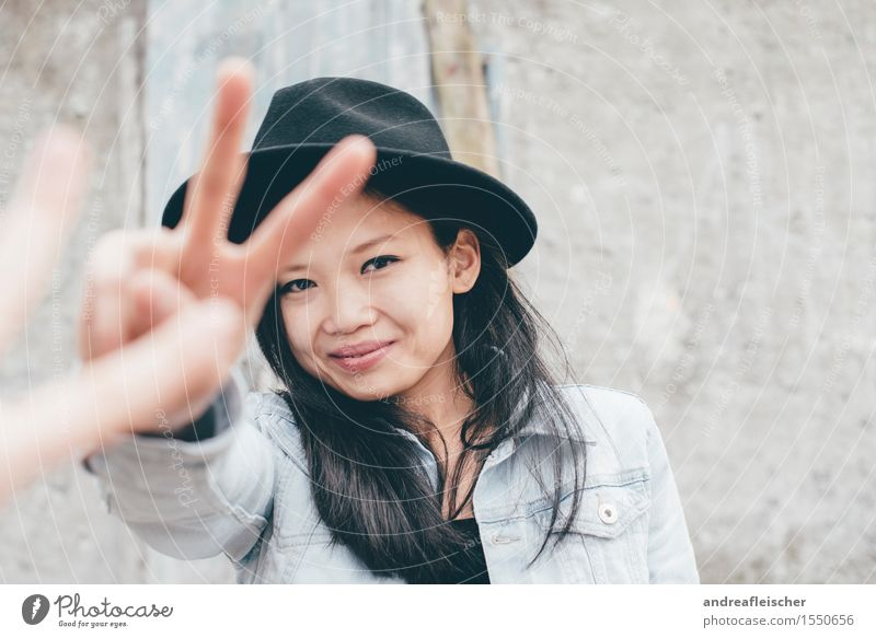 Peace 01 Feminine Young woman Youth (Young adults) Life Human being 13 - 18 years 18 - 30 years Adults Hat Black-haired Long-haired Looking Happy Contentment