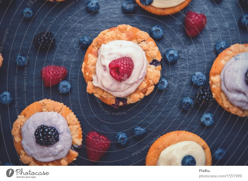 Blue Red Yellow Eating Food Fruit Nutrition To enjoy Sweet Delicious Candy Cake Dessert Berries Baked goods Vegetarian diet