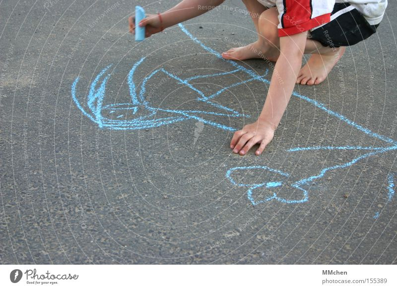 Point Point Comma Line Child Chalk Street Playing Painting and drawing (object) Draw Barefoot Summer Flower Blue Asphalt Stick figure Hand Feet Joy
