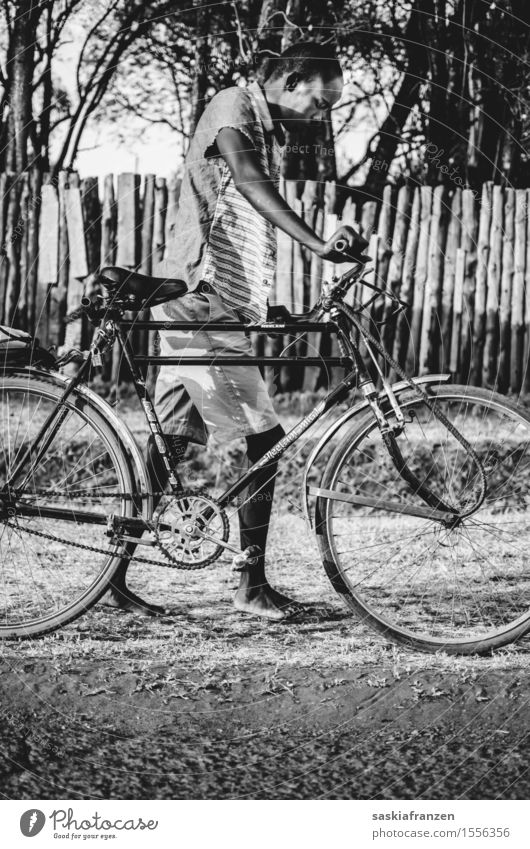 Exhaustion. Lifestyle Leisure and hobbies Cycling Human being Masculine Man Adults Youth (Young adults) Body 1 Nature Fashion Walking Africa African Africans