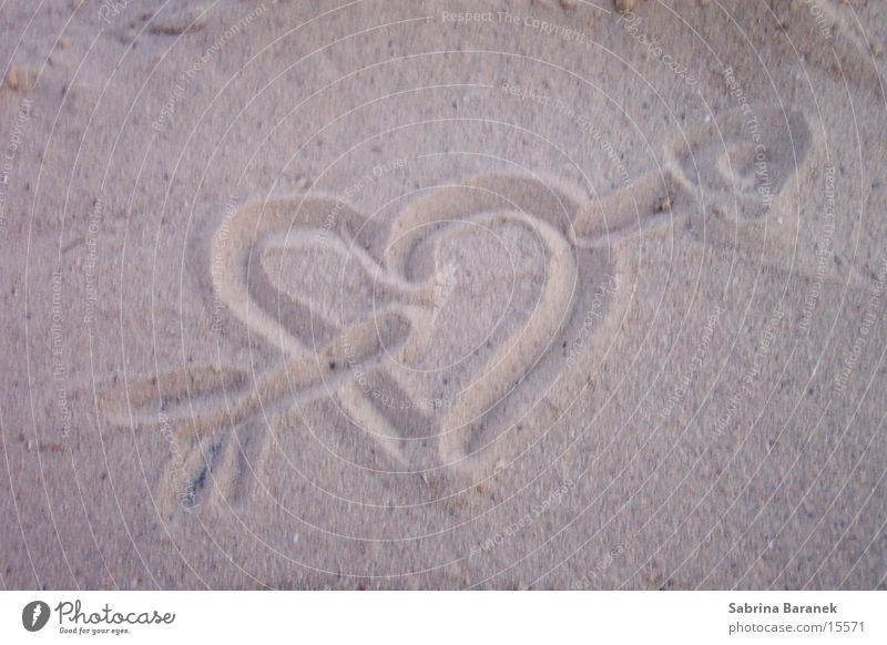 sand painting Eros Sand granular heart with arrow Love