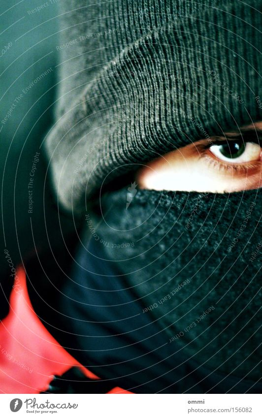 Don't look at me like that. Winter Eyes 1 Human being Scarf Cap Looking Threat Dark Cold Anger Gray Red Protection Aggravation Masked Intensive Evil Alarming